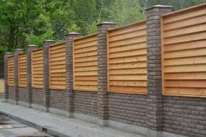 Mur clôture brique bois