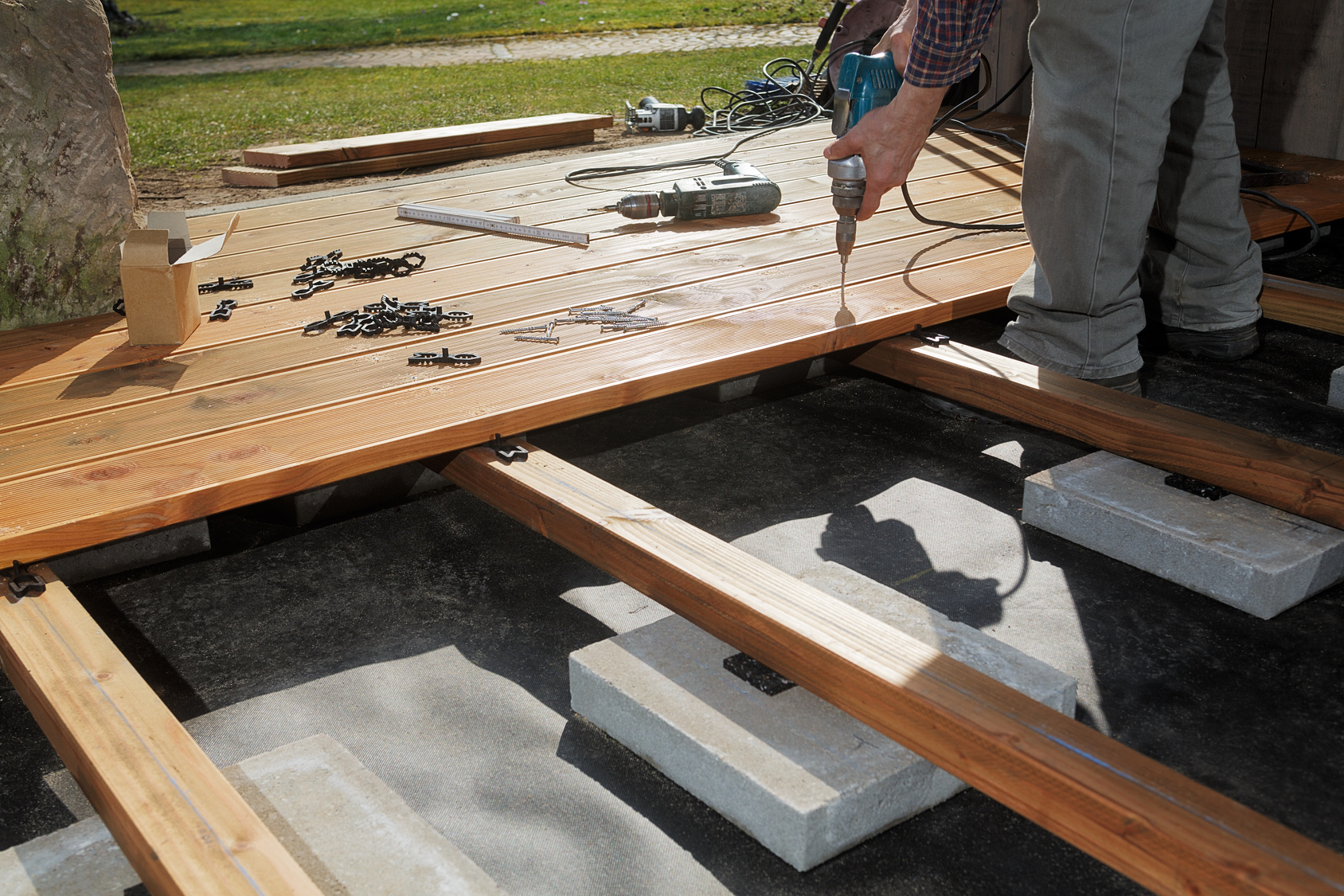 construire une terrasse en bois. Black Bedroom Furniture Sets. Home Design Ideas