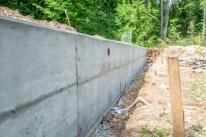 Construction mur fondation.